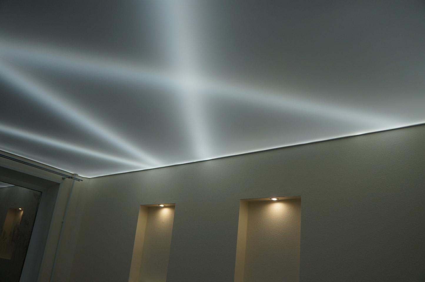 Натяжные потолки с подсветкой изнутри фото